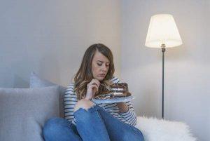 Feszült mindennapok feloldása: miért káros, ha az evésbe menekülsz?